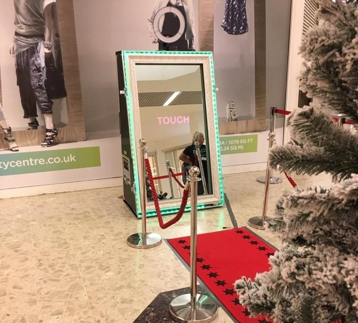 Christmas Party with Magic Mirror